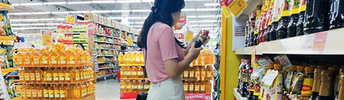 Vì sao phụ nữ luôn muốn có một người đàn ông đi sau họ trong siêu thị?